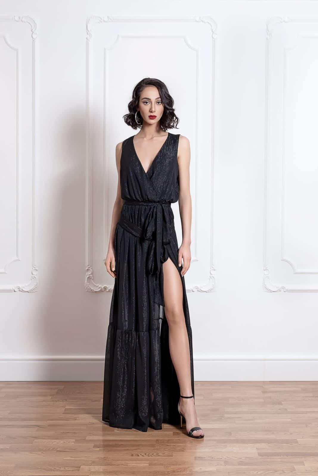 Дълга рокля на волани с цепка на единия крак 3