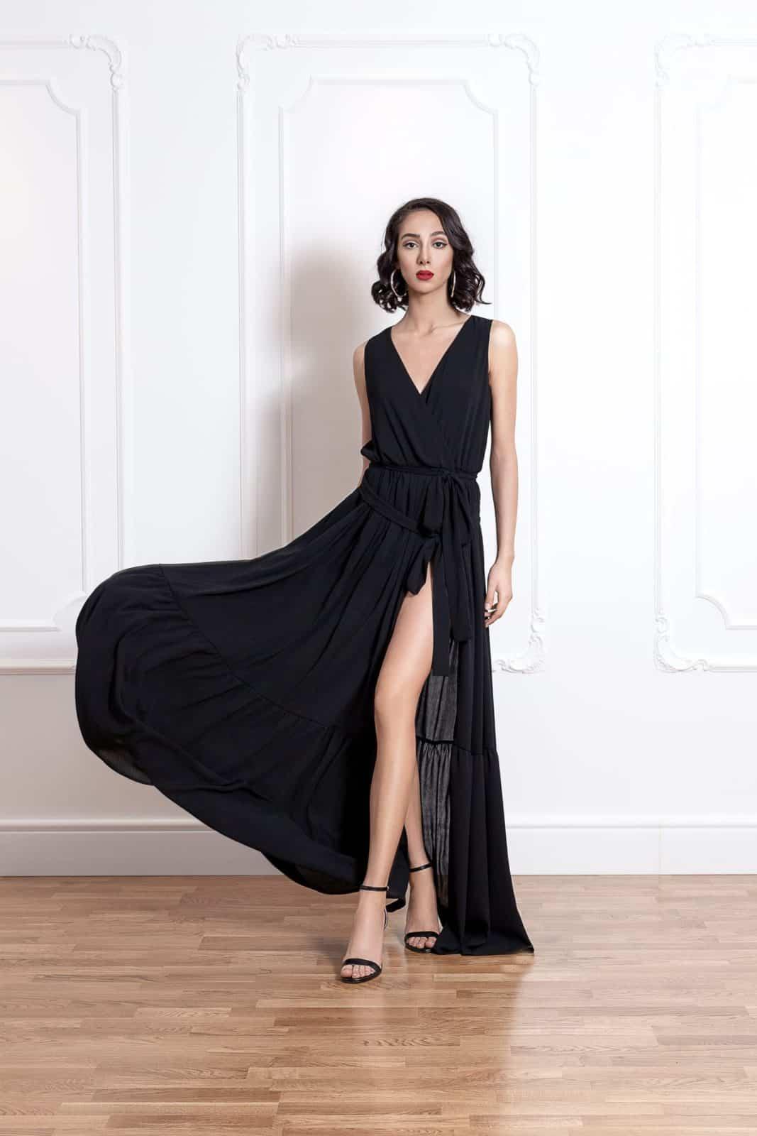 Дълга рокля на волани с цепка на единия крак 4
