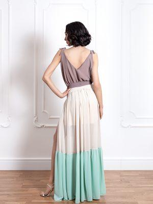 Дълга трицветна рокля на волани с цепка на единия крак 2