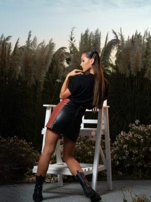 Черна пола по тялото с червено и модерна шикозна тенсика от MAREA Moda