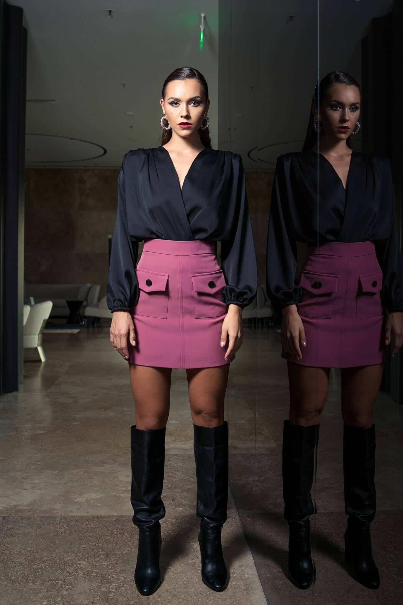 Черно боди риза и къса пола над коляното с джобове