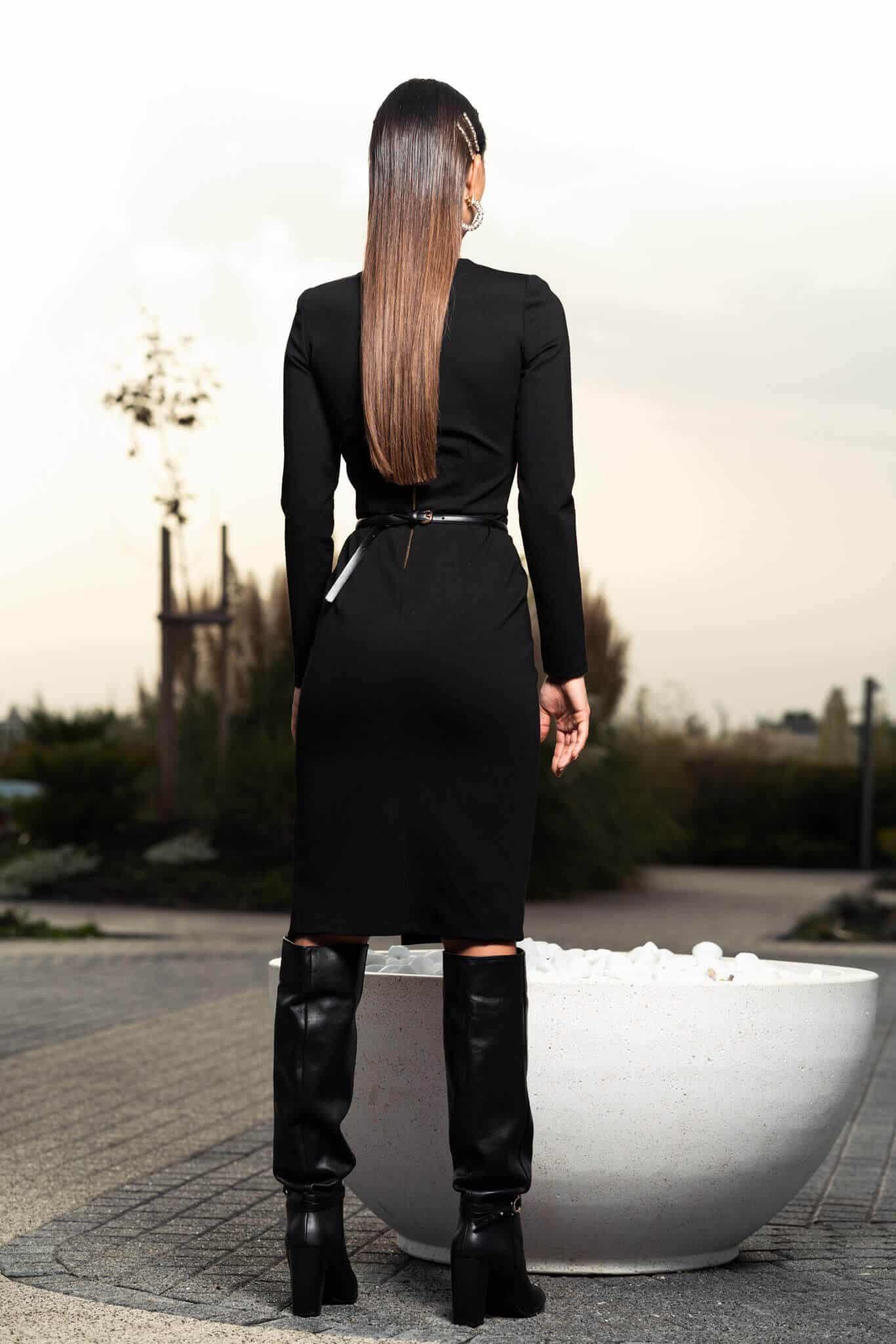 Черна рокля по тялото с цепка