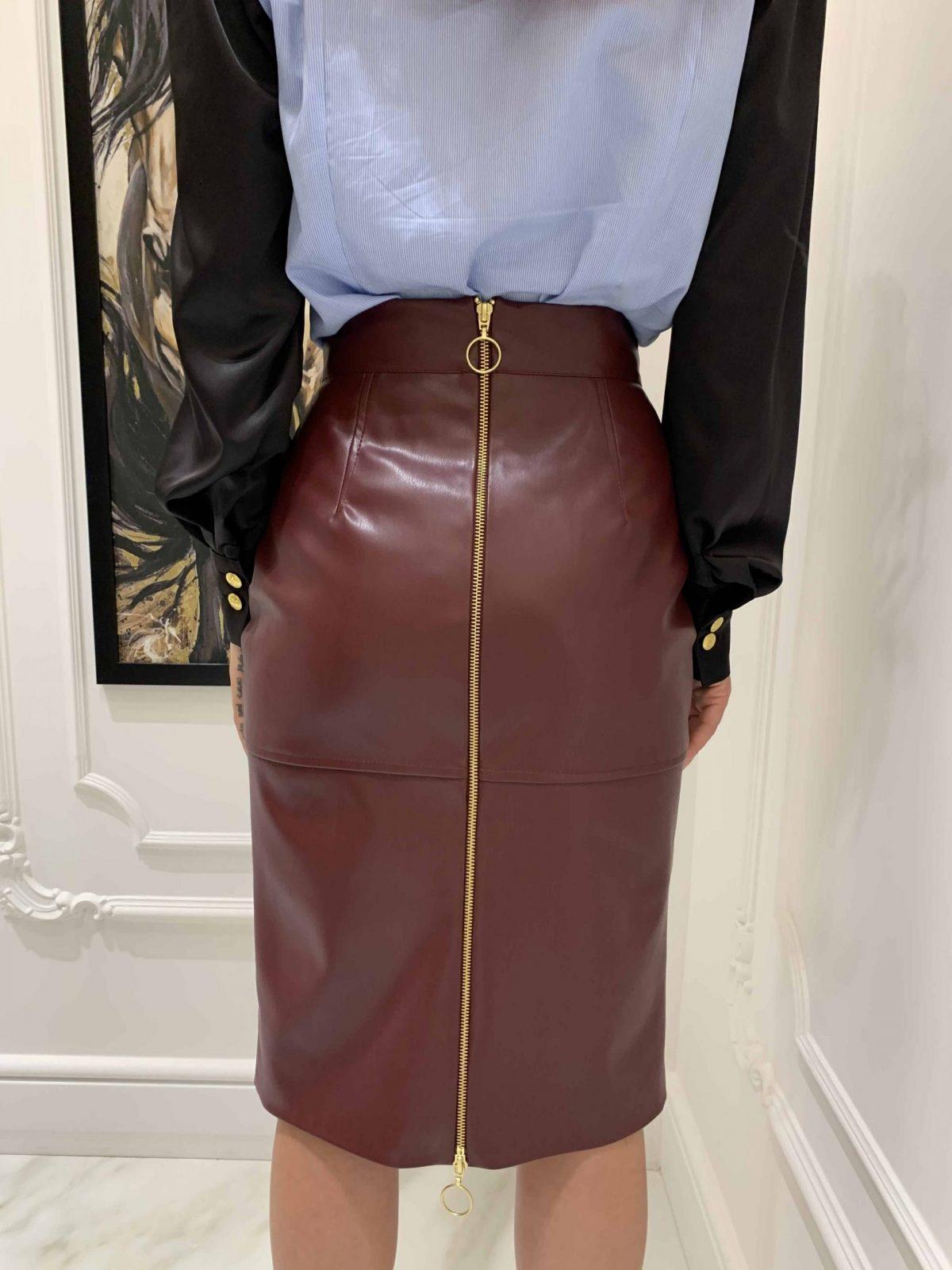 Кожена пола с цепка отпред в цвят бордо