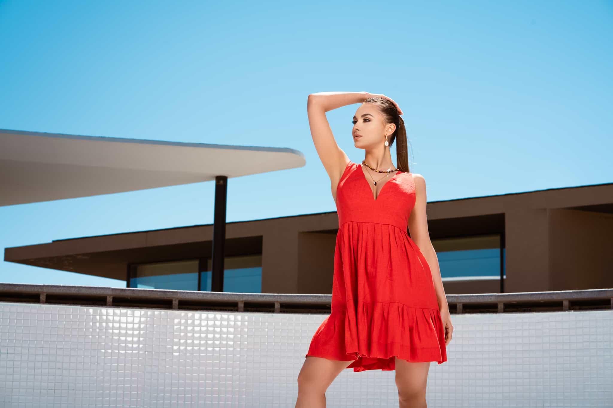 Ленена рокля в червено
