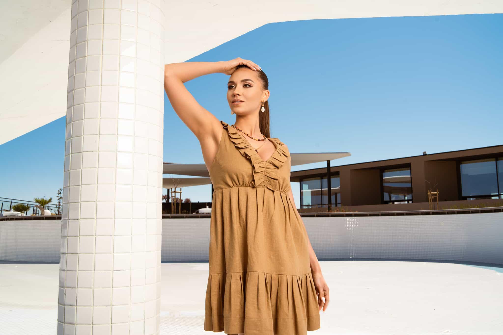Ленена рокля в цвят карамел